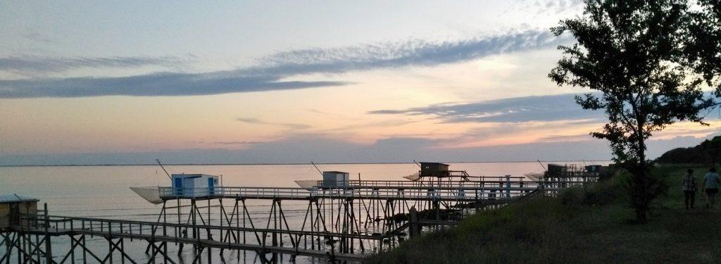 Coucher de soleil sur les carrelets à Port des Barques